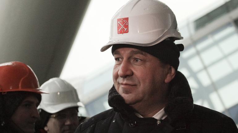 Строительство новых станций петербургского метро застопорилось. Это признали чиновники и подтвердили депутаты, урезавшие финансирование. Осталось назвать причину. На стадионе