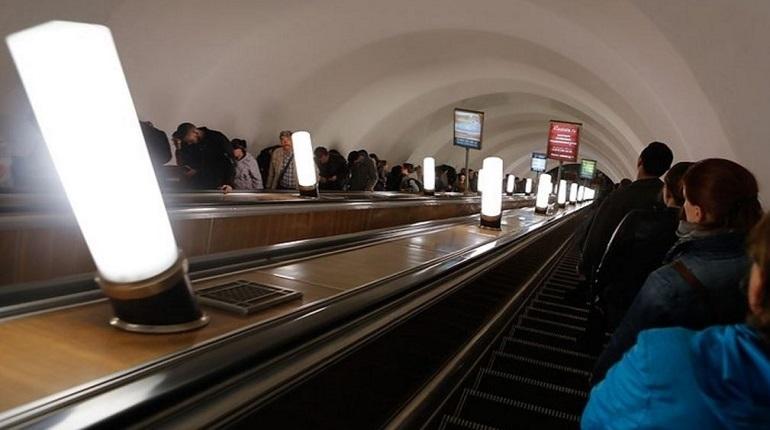 В Петербурге 21 ноября из-за обнаруженного на станции метро «Достоевская» бесхозного предмета пришлось закрыть саму станцию, а также переход на станцию «Владимирская». Двери метро захлопнулись перед горожанами и гостями Северной столицы в 18:07.