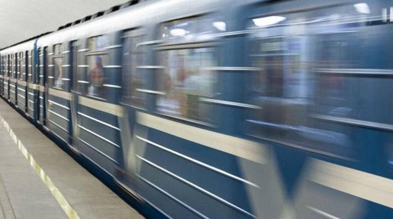 Проверка бесхозной сумки на станции метро «Достоевская» в Петербурге завершилась, опасные предметы не были обнаружены вечером 21 ноября. Ее открыли для новых пассажиров в 18:54.