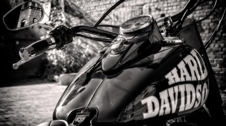 Масштабная программа по отзыву у владельцев мотоциклов Harley-Davidson пока не дошла до Петербурга. По крайней мере, местные представители мото-сообщества об этом не слышали.