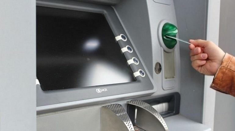 За минувшие девять месяцев жители Петербурга начали активнее пользоваться банковскими картами. В городе на Неве рост выпущенных платежных карт увеличился на 1,8 % - 13,8 млн.