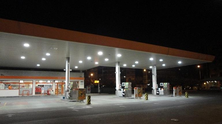 В результате соглашения о ценах на бензин между нефтяными компаниями и государством независимые АЗС в России могут потерпеть убытки и закрыться. В Петербурге они составляют порядка 47% от всех заправок. И с каждым годом их, как рассказали корреспонденту