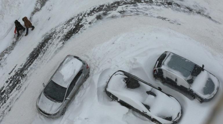 Гололедица на дорогах, туман, дождь и мокрый снег ожидаются в Ленинградской области с 23 по 25 ноября, сообщает главное управление МЧС России по региону.