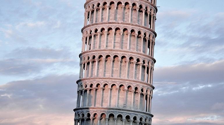 Пизанская башня за последние 20 лет выровнялась на 4 сантиметра. Такое заявление сделали ученые из наблюдательной группы университета Пизы.
