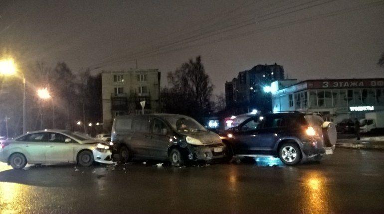 После снегопада число ДТП вПетербурге возросло в полтора раза