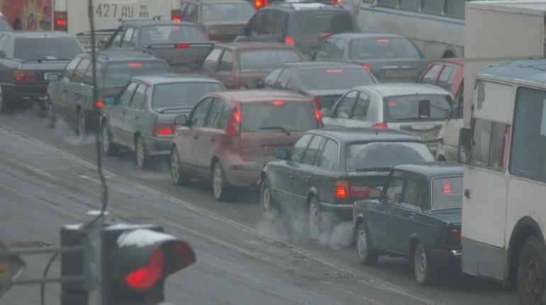 Петербург застрял в пробках – движение в городе парализовали водители, которые рванули за покупками в торговые центры в