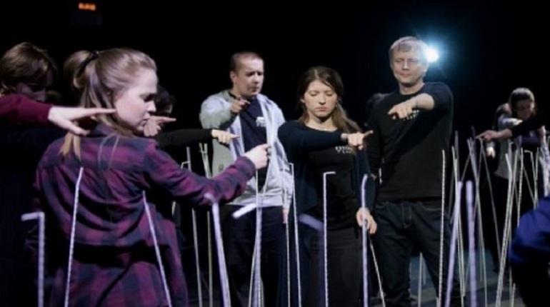 На Новой сцене Александринского театра 27 ноября в 19:30 состоится премьера спектакля «Не зря» в рамках проекта Фонда «ПРО АРТЕ» - «Особый театр. Театральная лаборатория для слепых и слабовидящих».