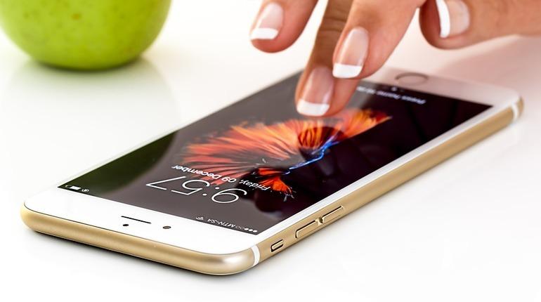 В следующем году Apple выпустит «радужный» iPhone