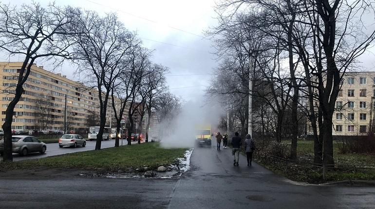 Из-за прорыва трубы на Зины Портновой подмерзнут жильцы 32 домов