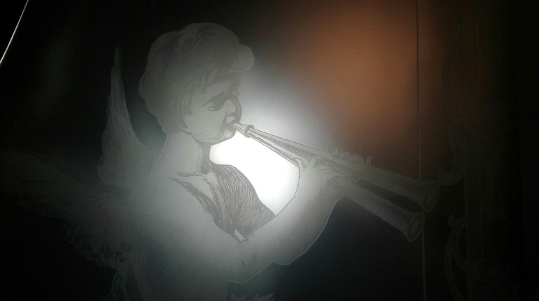 Петербуржец во время уборки нашел в квартире произведение искусства