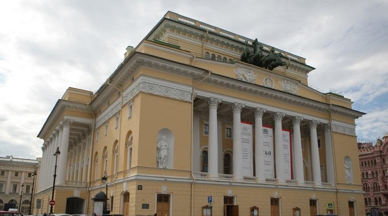 Труппа Александринского театра отправилась в Италию, чтобы показать зрителям русскую классику в интерпретации современных режиссеров. Гастроли пройдут под эгидой федерального проекта