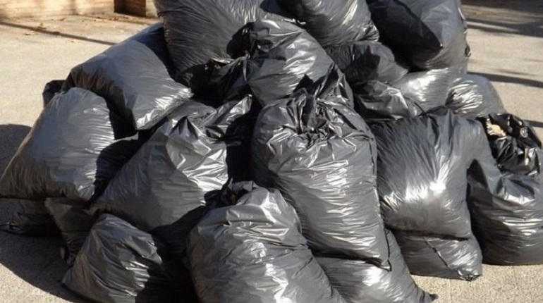 За неделю с улиц Петербурга вывезли тонны мусора