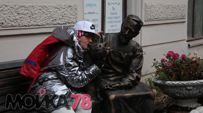 Профессор Преображенский и пёс Шарик поселились в Петербурге на Моховой улице, 27, где тридцать лет назад проходили съемки фильма