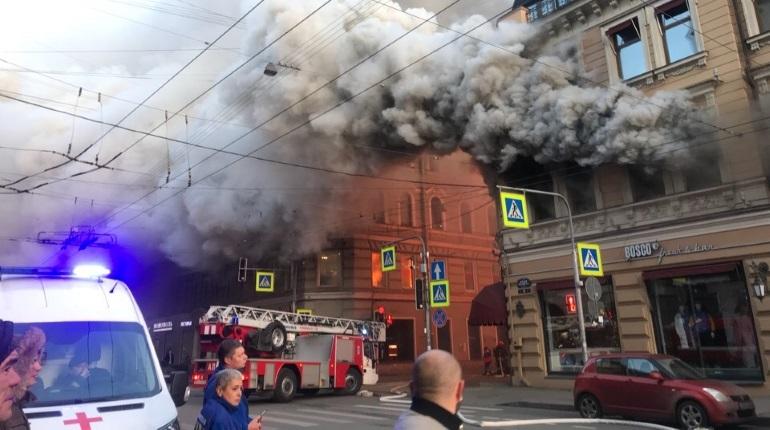 В Петроградском районе Петербурга на Большом проспекте, 59 загорелся магазин Bosco. Как сообщили корреспонденту