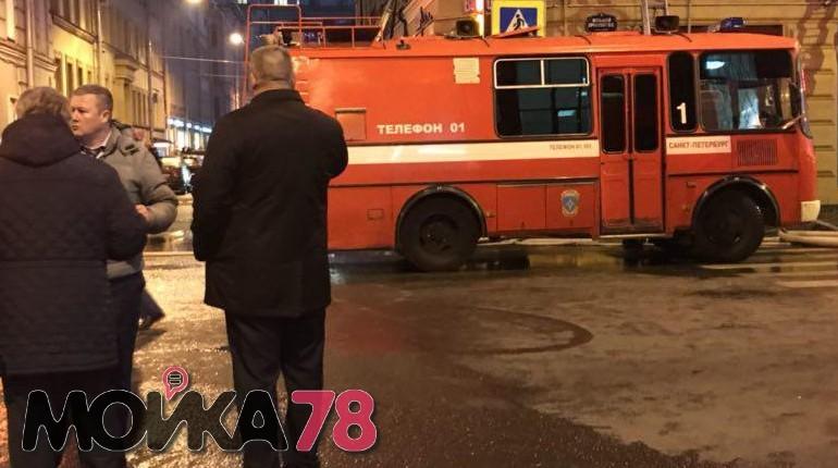 В Петербурге 26 ноября ликвидировали открытое горение в здании на Большом проспекте, 59. В работе задействовали 172 человека и 44 единицы техники. Об этом рассказали в главном управлении МЧС по Петербургу.
