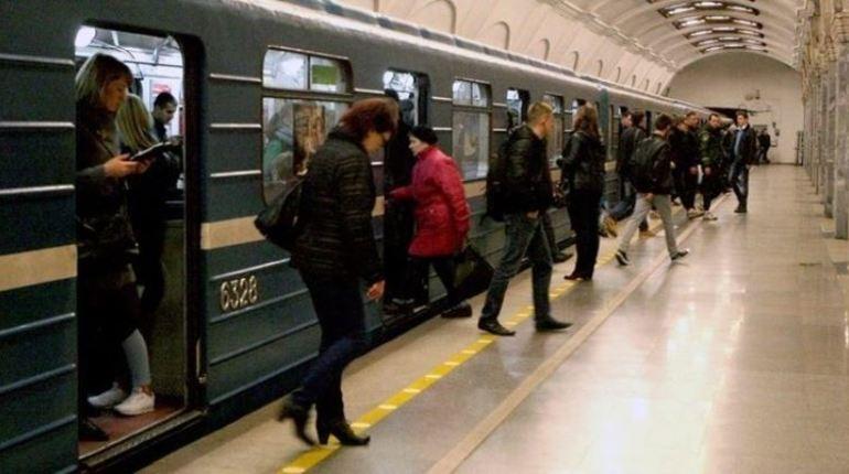 В Петербурге на станцию метро