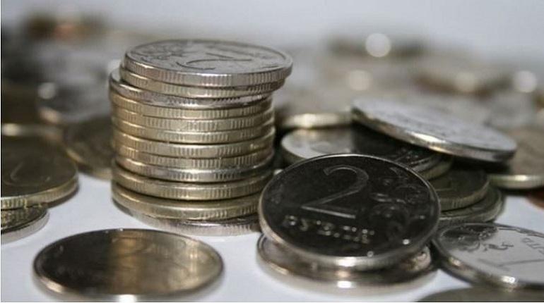 Курс рубля продолжает снижаться. Отечественная денежная единица теряет порядка 1% к основным валютам. Доллар и евро, тем временем, растут.