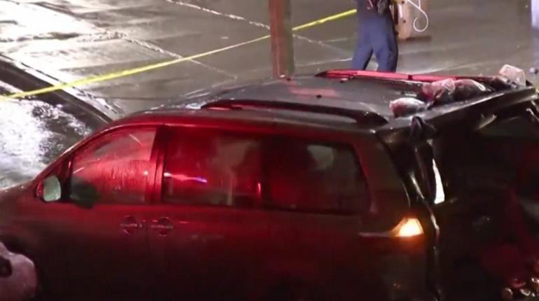 Один человек погиб и еще шестеро пострадали при наезде автомобиля на толпу пешеходов в Нью-Йорке. По предварительной информации, наезд случился непреднамеренно.