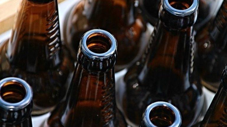 Большая часть россиян поддерживает повышение возраста продажи алкоголя с 18 до 21 года, свидетельствуют данные опроса. В поддержку такого предложения высказались 78% опрошенных.