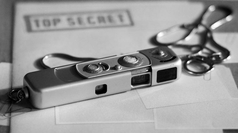 Верховный суд России предлагает отказаться от привлечения к уголовной ответственности владельцев шпионских устройств в том случае, если они были приобретены для личной безопасности или если пользователь не знал об их свойствах. Под шпионской техникой понимаются устройства для скрытой прослушки или съемки.
