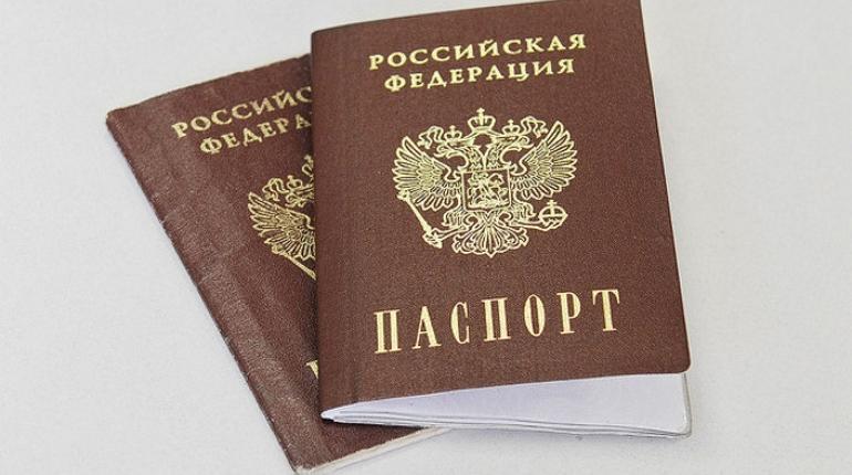Лишь 12% россиян допускают возможность эмиграции. Подавляющее большинство - 88% - не хочет в ближайшее время переезжать в другую страну, свидетельствуют данные опросов.