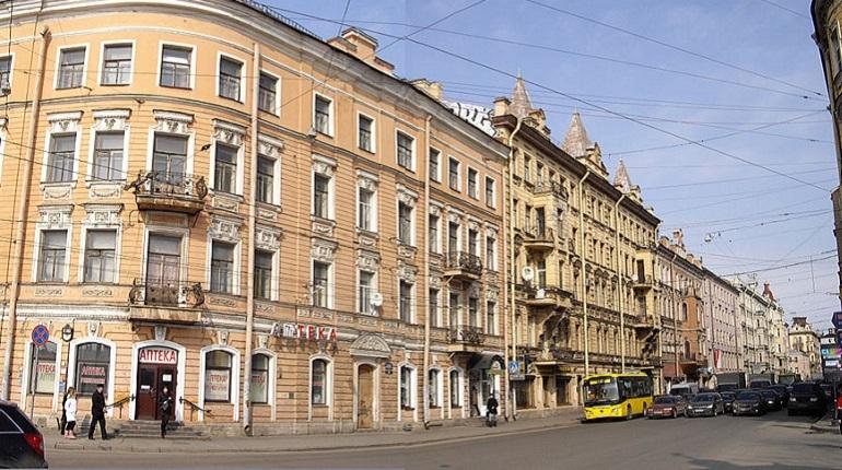 Аналитики агентства недвижимости «ВамКНам» изучили рынок вторичного жилья в Петербурге. Как оказалось, самые дорогие трехкомнатные квартиры продаются в Петроградском районе, а самые дешевые — в Красносельском и Невском.