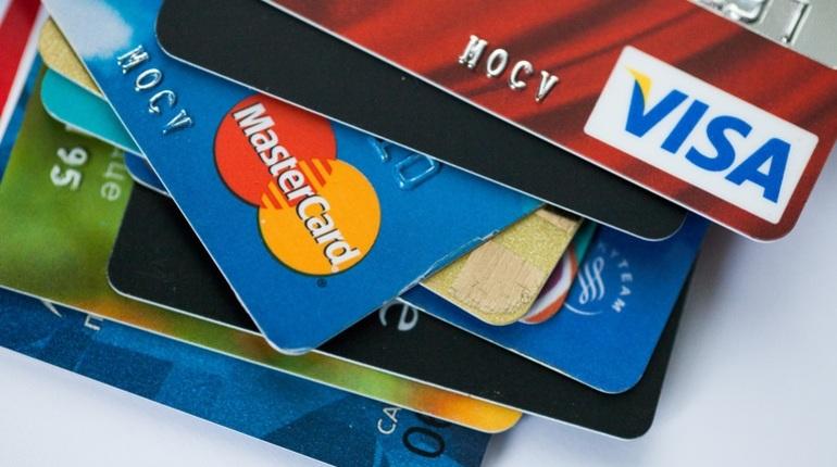 Бинбанк и «Тинькофф банк» заявили, что не блокируют переводы и карты своих клиентов