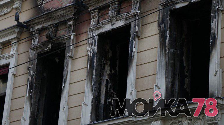 В Петербурге 26 ноября  загорелось здание магазина Bosco на Большом проспекте П.С.,59. Фотографии дома после пожара публикует