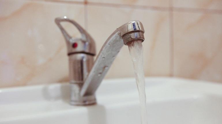 В Петербурге выбирают того, кто будет контролировать качество и безопасность питьевой воды. По данным сайта госзакупок, начальная цена контракта — 213 млн 879 тыс. рублей. Заказчиком выступает ГУП «Водоканал».