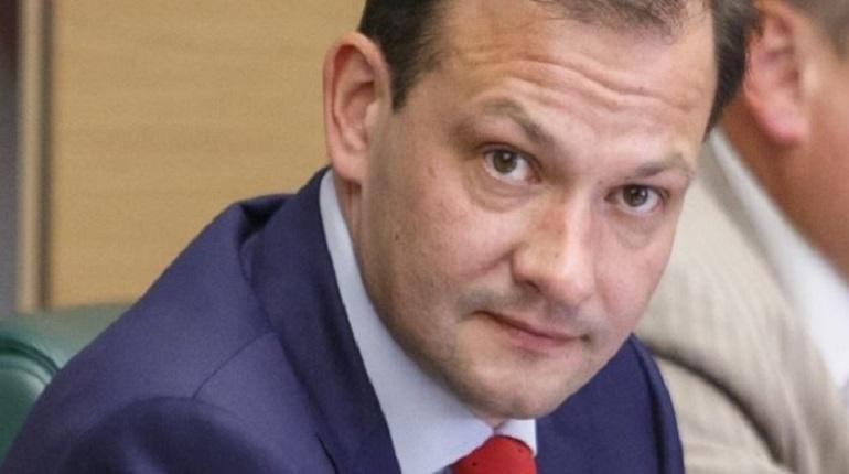 Российский телеведущий Сергей Брилев подтвердил наличие у него британского подданства и недвижимости в Лондоне. Ранее эту информацию обнародовал Фонд борьбы с коррупцией оппозиционера Алексея Навального. Брилев заявил, что не скрывал британский паспорт.