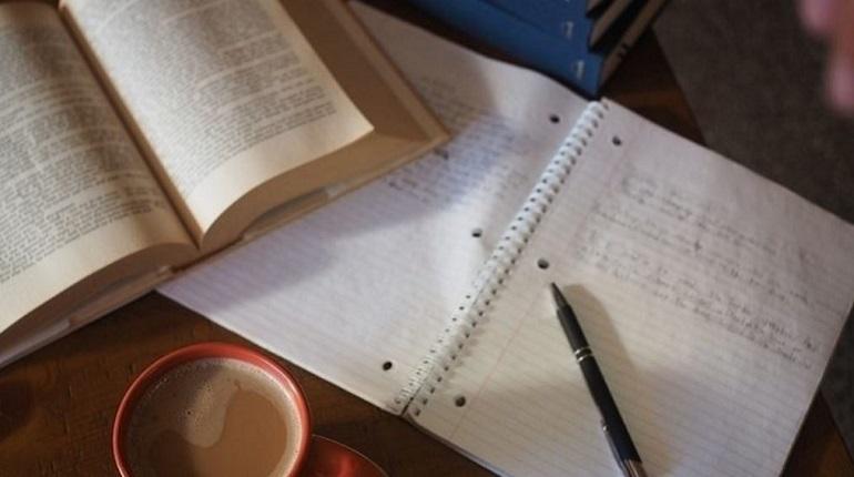 В сети до сих пор спорят по поводу домашнего задания, которое выполняли учащиеся одной из школ Петербурга. Четвероклассников попросили написать письмо на фронт.