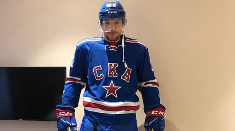 Футболист петербургского «Зенита» и сборной России Артем Дзюба необычным образом позвал болельщиков хоккейного клуба СКА на предстоящие матчи.