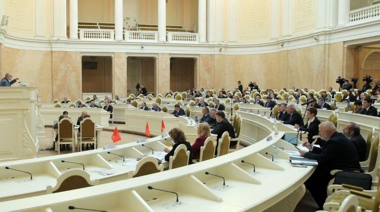 В Петербурге создадут специальный реестр с данными о работодателях, незаконно уволивших сотрудников. Соответствующий закон 28 ноября приняли депутаты Законодательного собрания.