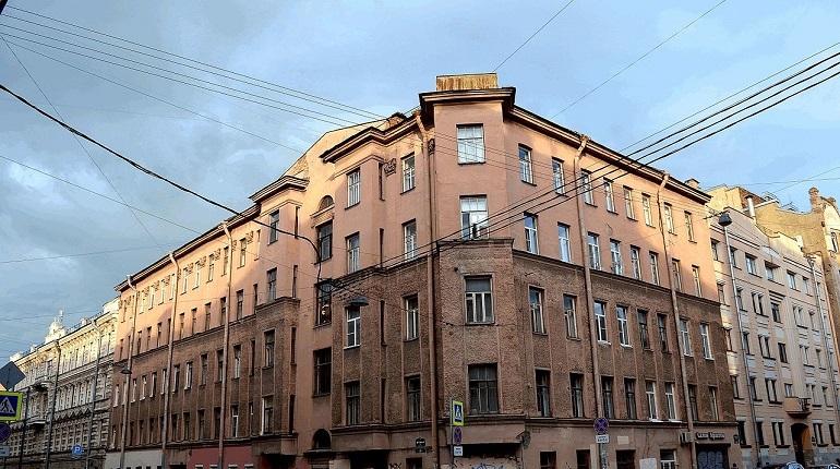 Вице-губернатор Петербурга Николай Бондаренко поручил коммунальщикам проверить чердачные помещения в домах Центрального района. Там в настоящее время ведутся работы по нормализации температурно-влажностного режима.