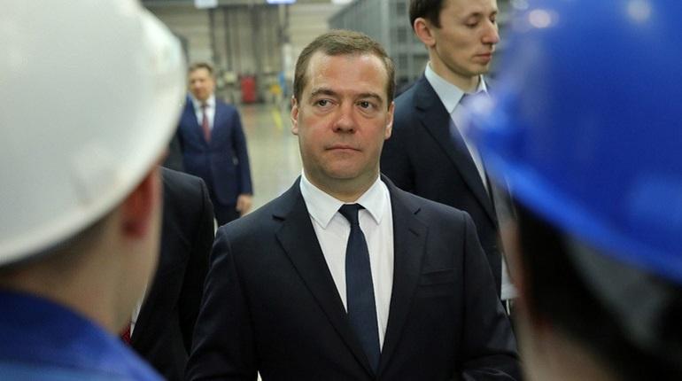 В Петербург 28 ноября приехал премьер-министр России Дмитрий Медведев. Он посетит Балтийский судостроительный завод, входящий в систему ОСК — Объединенная судостроительная корпорация. Именно там должен работать экс-губернатор Северной столицы Георгий Полтавченко.