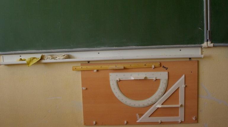 В Невском районе Петербурга ученик 4 класса попал в больницу в тяжелом состоянии с травмой головы.