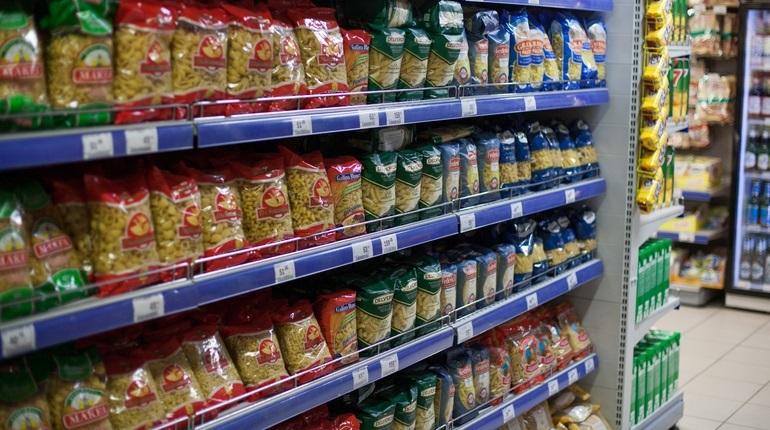 В Петербурге депутаты поддержали законопроект, который обяжет производителей товаров указывать информацию о сроке годности более крупным шрифтом. Изменения в законодательство представили на заседание Заксобрания 28 ноября.