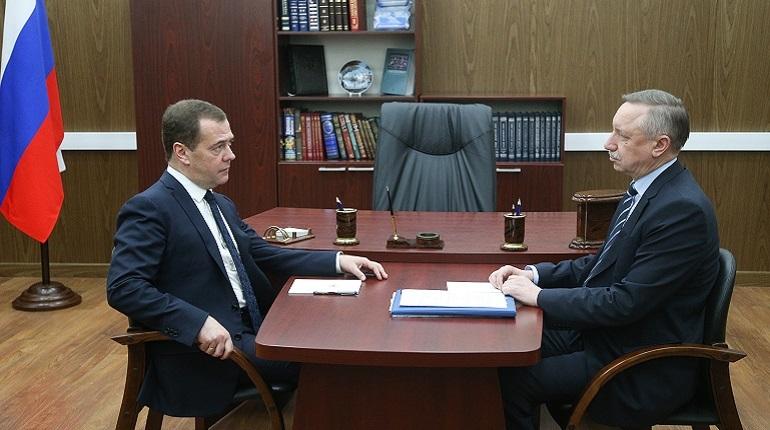 В бюджете Петербурга на следующие три года заложено 94,5 млрд рублей на реализацию национальных проектов, заявил Беглов на встрече с Медведевым.