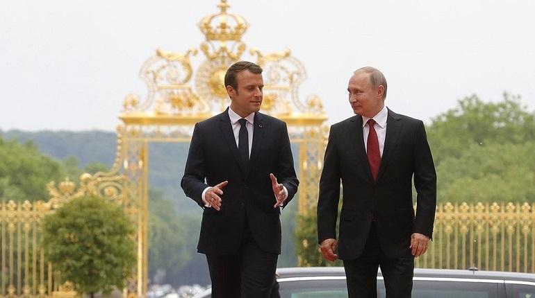 Германия и Франция не намерены ужесточать санкции против России из-за случая в Керченском проливе. На секретном заседании комитета по политике и безопасности представители стран заявили, что сейчас необходимо укреплять доверие, пишут немецкие СМИ.