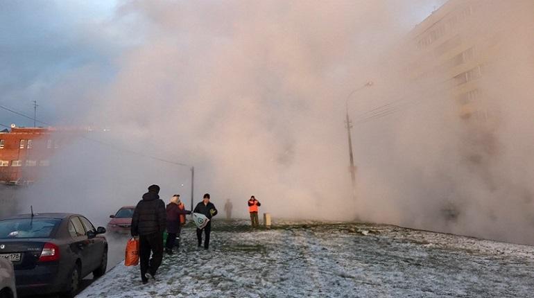 Прорыв трубы с горячей водой произошел на улице Ольги Форш. В ГУП