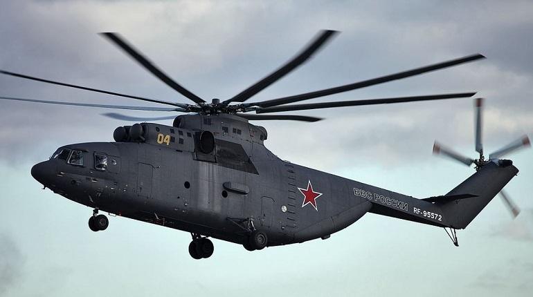 В МЧС подтвердили, что во время жесткой посадки вертолета Ми-26 в НАО погиб человек, а остальные пять пассажиров на борту получили травмы.
