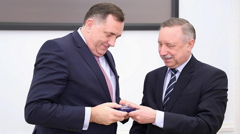 Александр Беглов встретился 28 ноября в Смольном с председателем президиума Боснии и Герцеговины Милорадом Додиком и поздравил с его победой на выборах.