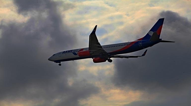 В Петербурге ночью 29 ноября задерживается отправление двух международных рейсов. Томиться в ожидании вылета предстоит пассажирам, вылетающим в ОАЭ и в Тбилиси.