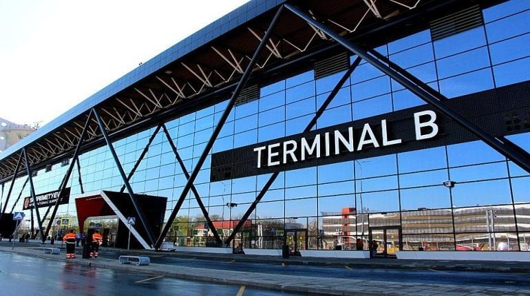В Госдуме предлагают вернуть комнаты для курения в аэропорты