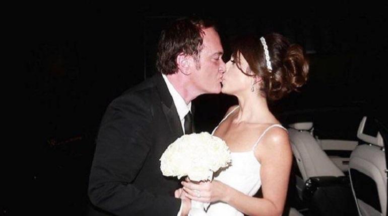 Американский режиссер Квентин Тарантино женился на 35-летней израильской певице и модели Даниэле Пик. Пара сыграла свадьбу 28 ноября в Лос-Анджелесе.