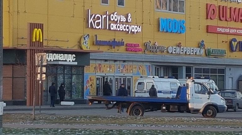 В Невском районе Петербурга эвакуировали посетителей и гостей торгового центра