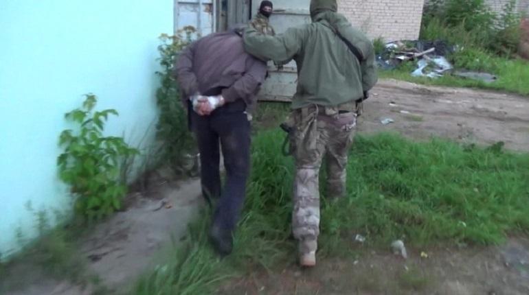 Сотрудники правоохранительных органов задержали и арестовали двое ранее неизвестных участников нападения банды Шамиля Басаева на псковских десантников в Чечне 18 лет назад.
