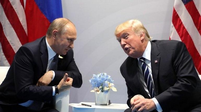 Дональд Трамп решил отменить встречу с Владимиром Путиным после того, как поговорил с Майклом Помпео, Джоном Болтоном и Джоном Келли.
