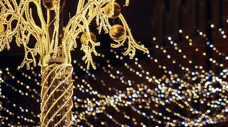 Администрация Кронштадтского района Петербурга отменила проведение торгов на выполнение работ по оформлению района к Новому году и Рождеству. Торги отменили в связи с тем, что работы невозможно выполнить в сроки, установленные контрактом.