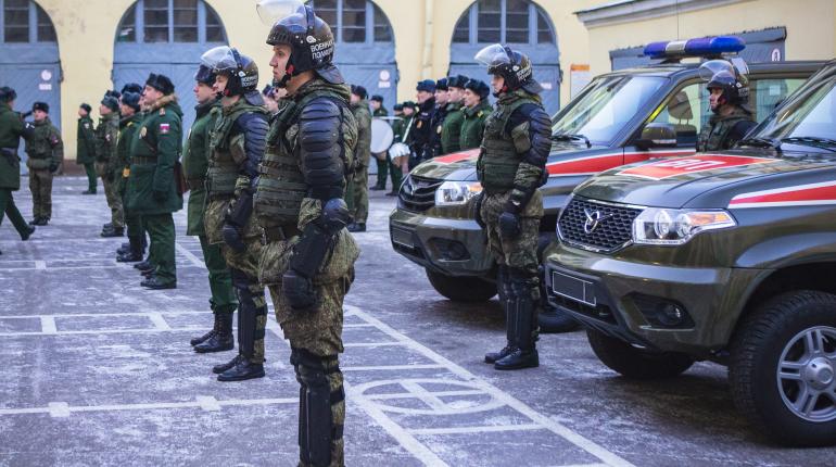 В Петербург приехала делегация военной полиции вооруженны сил Казахстана. В ЗВО им показали экипировку, средства бронезащиты, оружие и автомобильную технику.